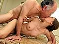 クンニで舐めまわし、乳首を責め立て、接吻で舌を絡ませる熟練オヤジのねっとり前戯に堕ちた近親相姦奴隷妻 東凛