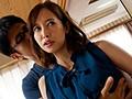 不倫中で嫌がる妻にねっちょりバック中出し 篠田ゆう9