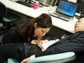 部下が疲れて眠りにつく時、厳しい女上司が、素顔を見せて...。 残業後に始まる、逆夜●い性交。 白木優子