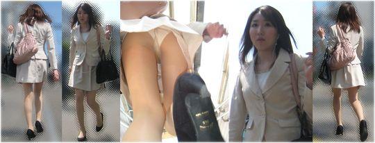 顔と合わせて抜きたい逆さ撮りエッチ画像!スカートの中の蒸れた空間www